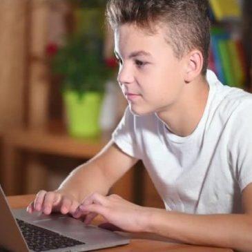На Черкащині школярі можуть відвідати навчальні заклади онлайн
