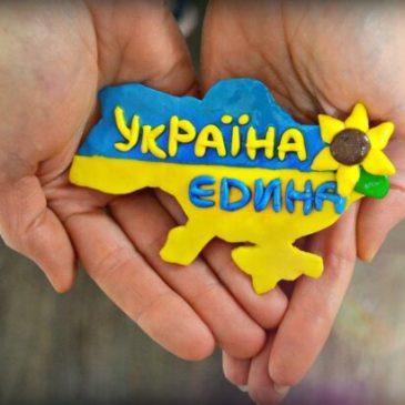 Черкаські активісти  створили на Соборній площі ланцюг єдності