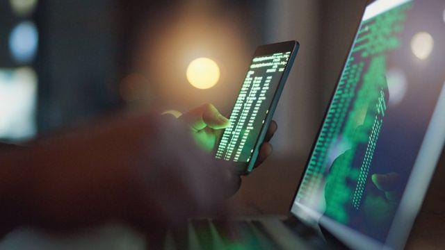 Викрадав інформацію зі смартфонів: СБУ викрила хакера на Черкащині