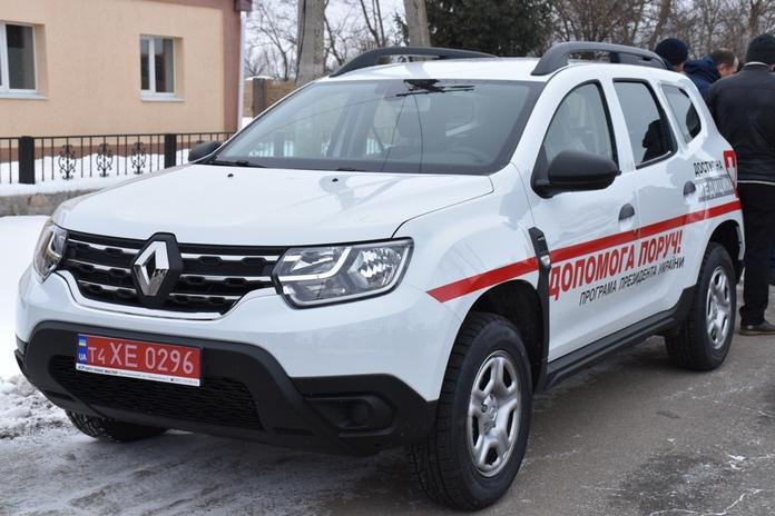 Амбулаторії Черкащини отримали 12 нових автомобілей