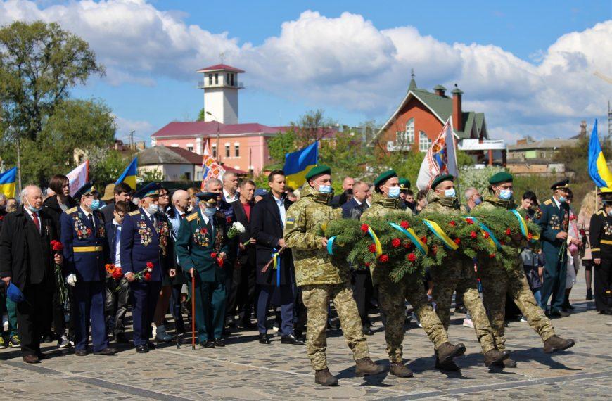 Ушанування пам'яті воїнів Другої світової війни в Черкасах (фоторепортаж)
