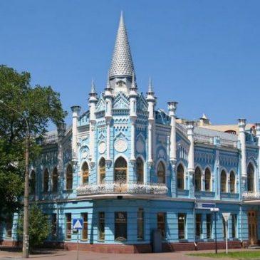 Черкаський «блакитний палац» перефарбують у пісочний колір (Відео)