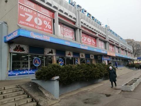 Жителі Черкас пропонують очистити фасади будівель від реклами