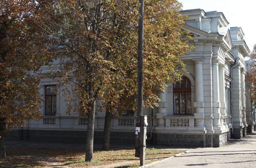 Міський голова виступає за повернення історичної будівлі до комунальної власності Черкас
